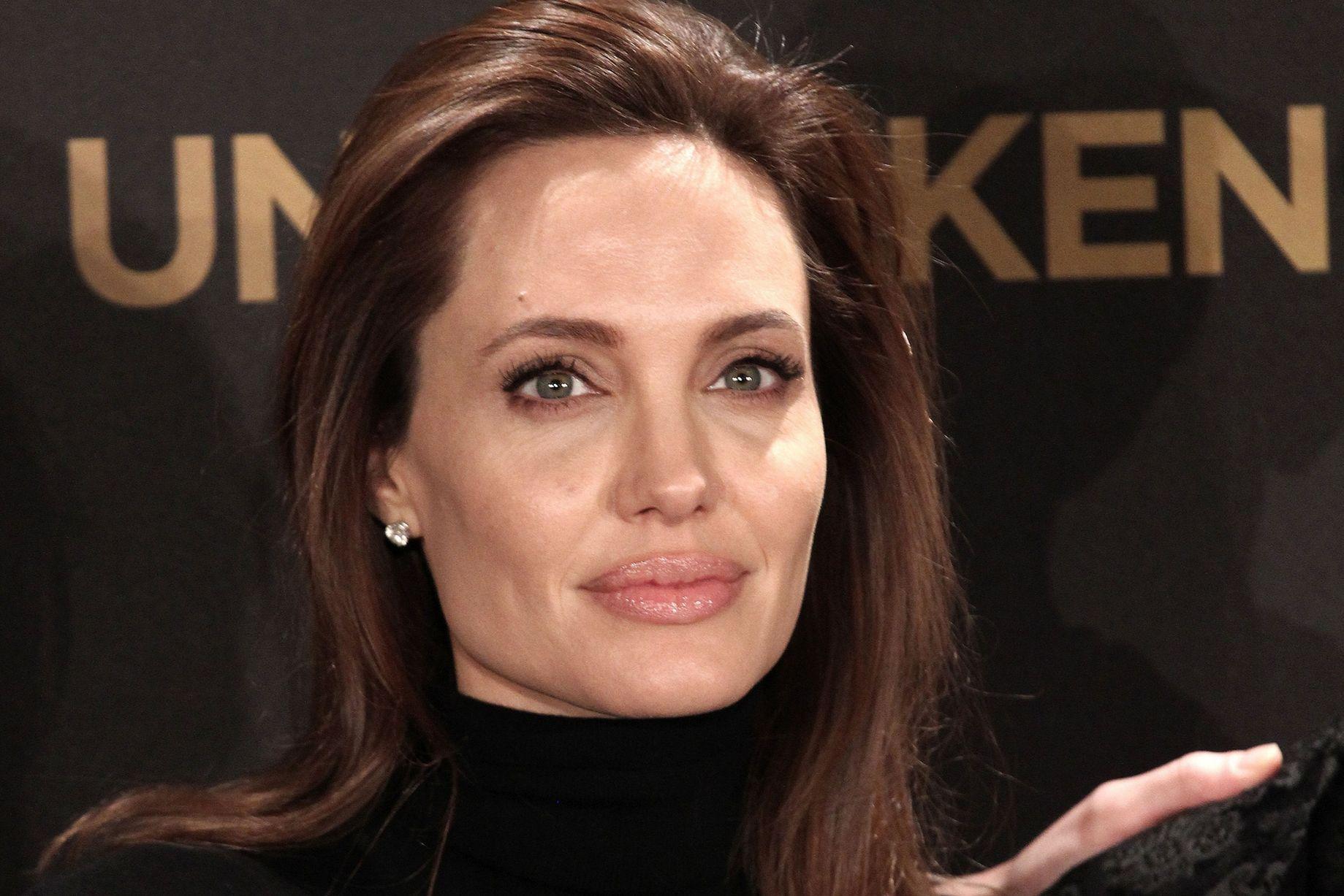 Angelina-Jolie-Undergoes-Surgery