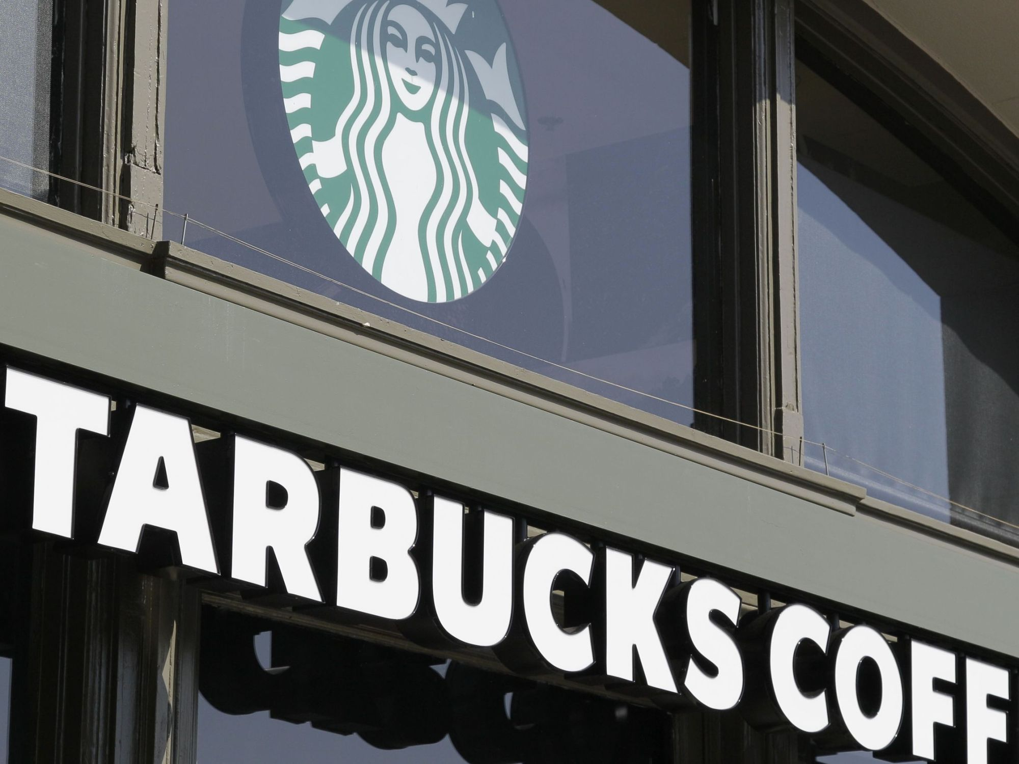 Starbucks-workers-get-full-ride-for-college
